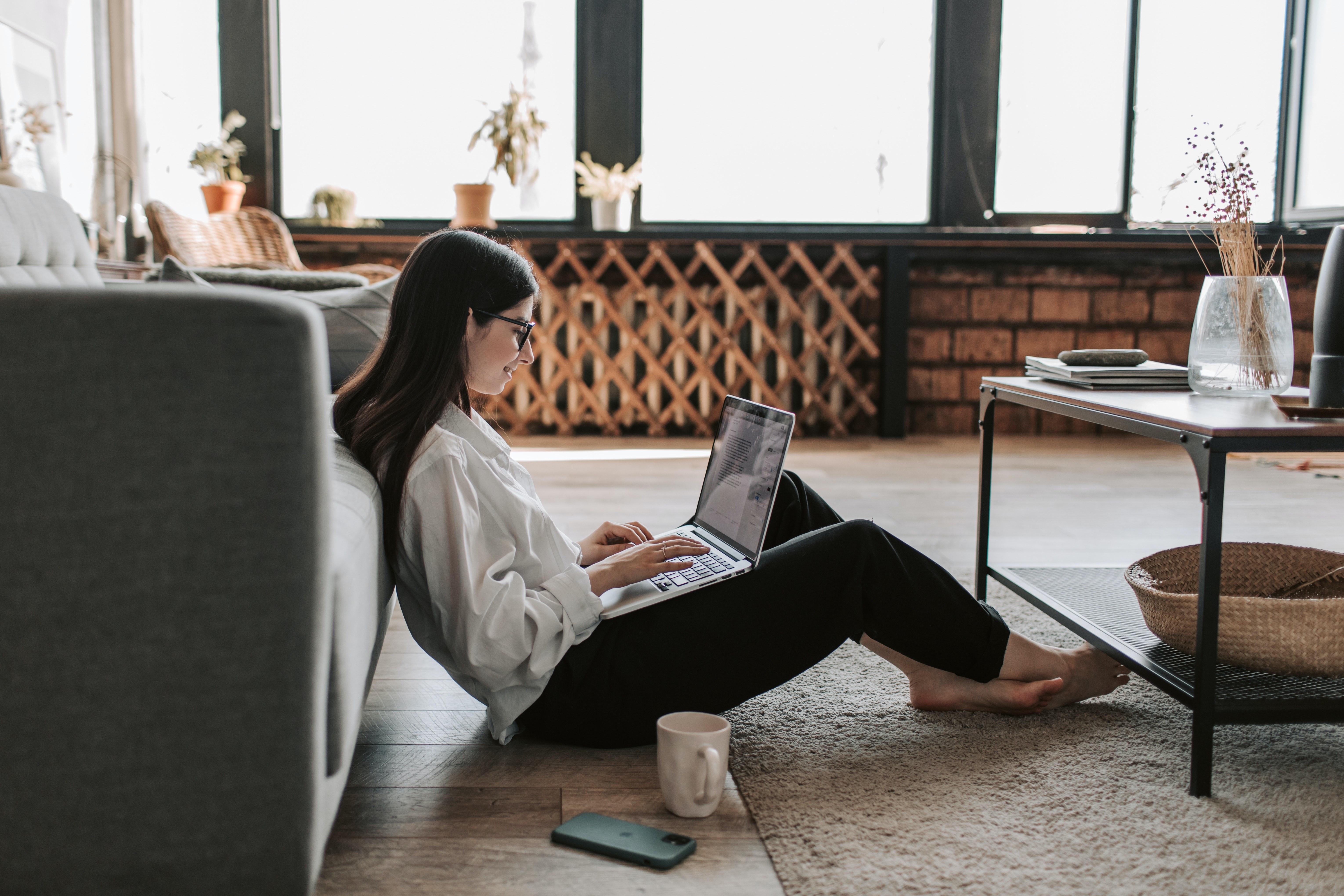 Santé des pieds, posture et télétravail: quels conseils?